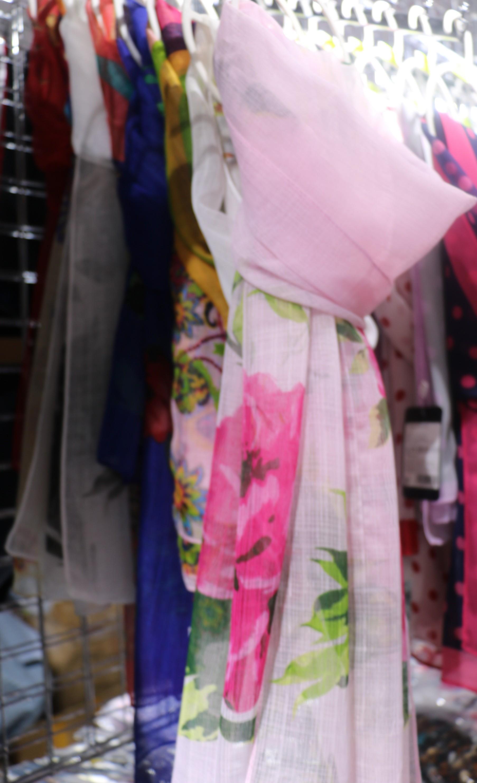 легкий шарф в с цветочным принтом
